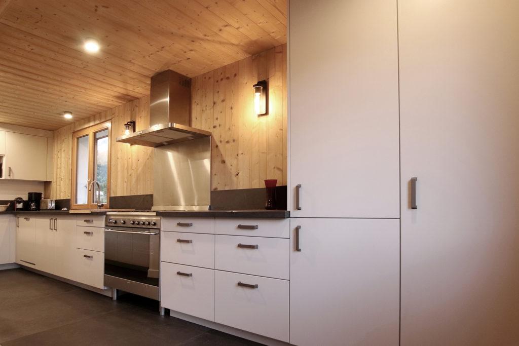 sophie-pico-denise-omer-architecte-interieur-chalet-renovation-bois-cuisine