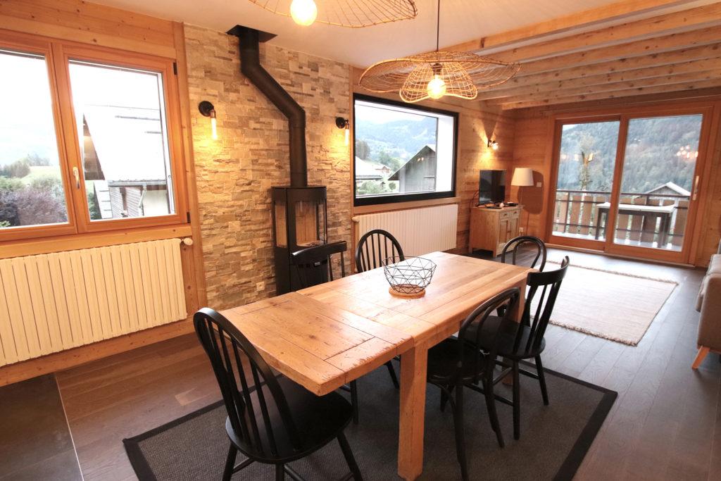 sophie-pico-denise-omer-architecte-interieur-chalet-renovation-bois-table-repas