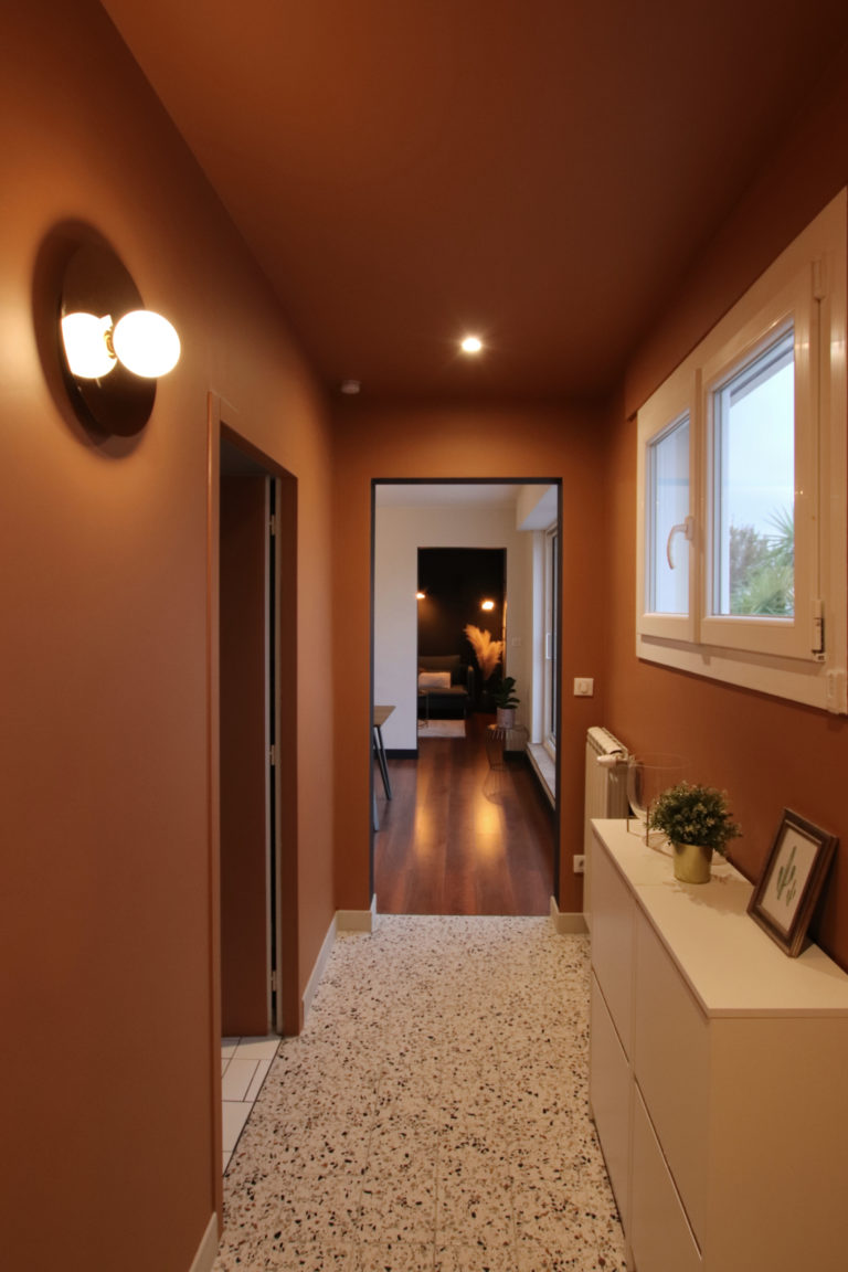 sophie-pico-architecte-interieur-appartement-renovation-montpellier-entree-couleur-ochre-terrazzo