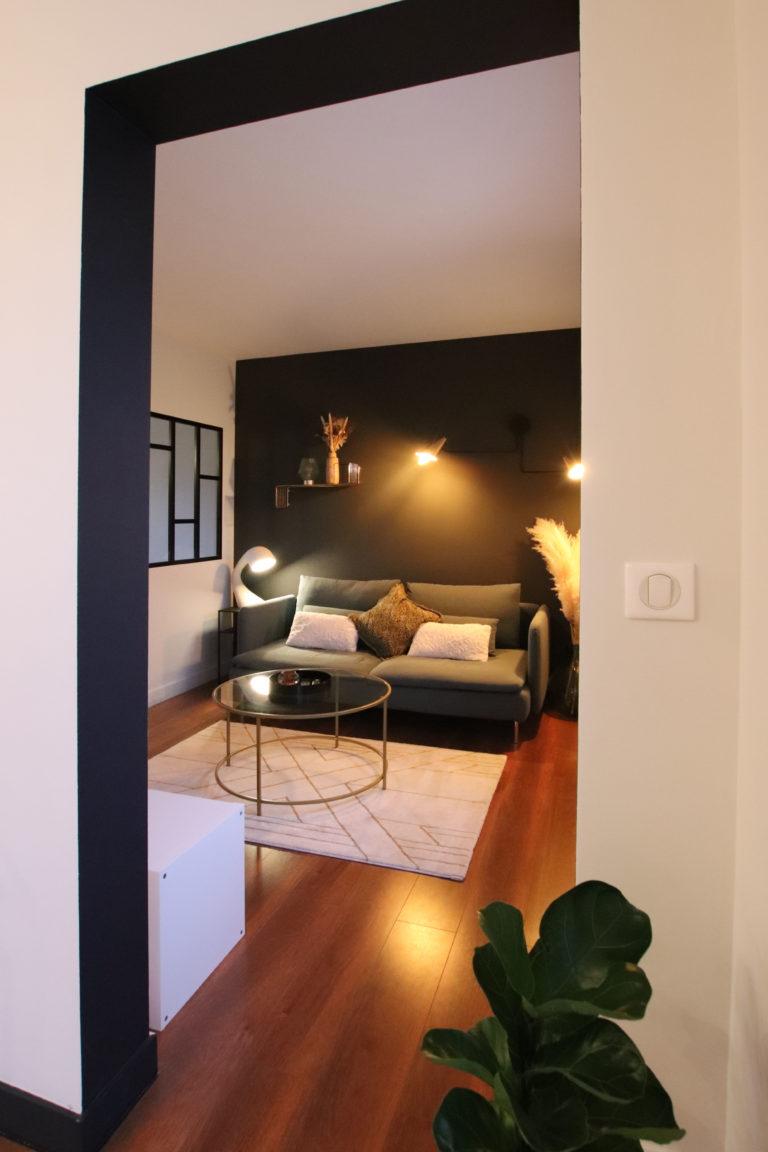 sophie-pico-architecte-interieur-appartement-renovation-montpellier-salon-couleur-arche-graphique-ligne-noire