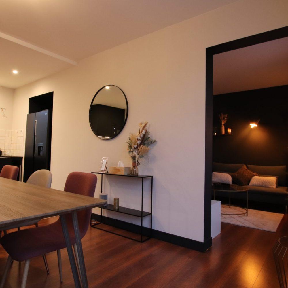 sophie-pico-architecte-interieur-appartement-renovation-montpellier-sejour-arche-noire