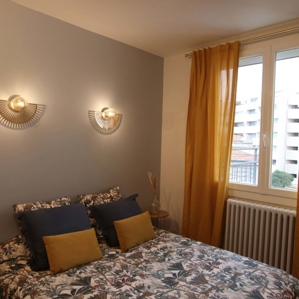 sophie-pico-architecte-interieur-decoration-chambre-renovation-montpellier-applique-lit-couleurs